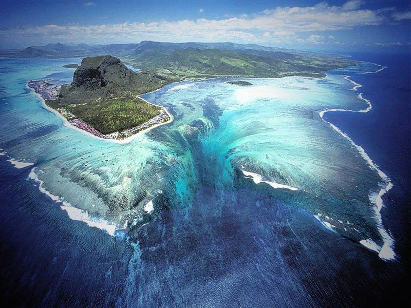 "Unique places: Aerial Illusion of an ""Underwater Waterfall"" in Mauritius Island"