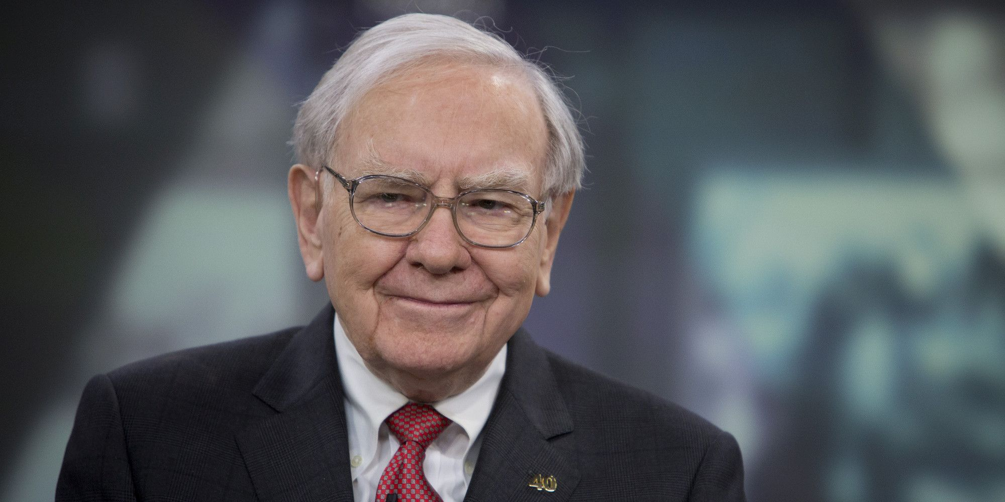 Buffett Says Airbnb Founders to Top Him in Championing Charity