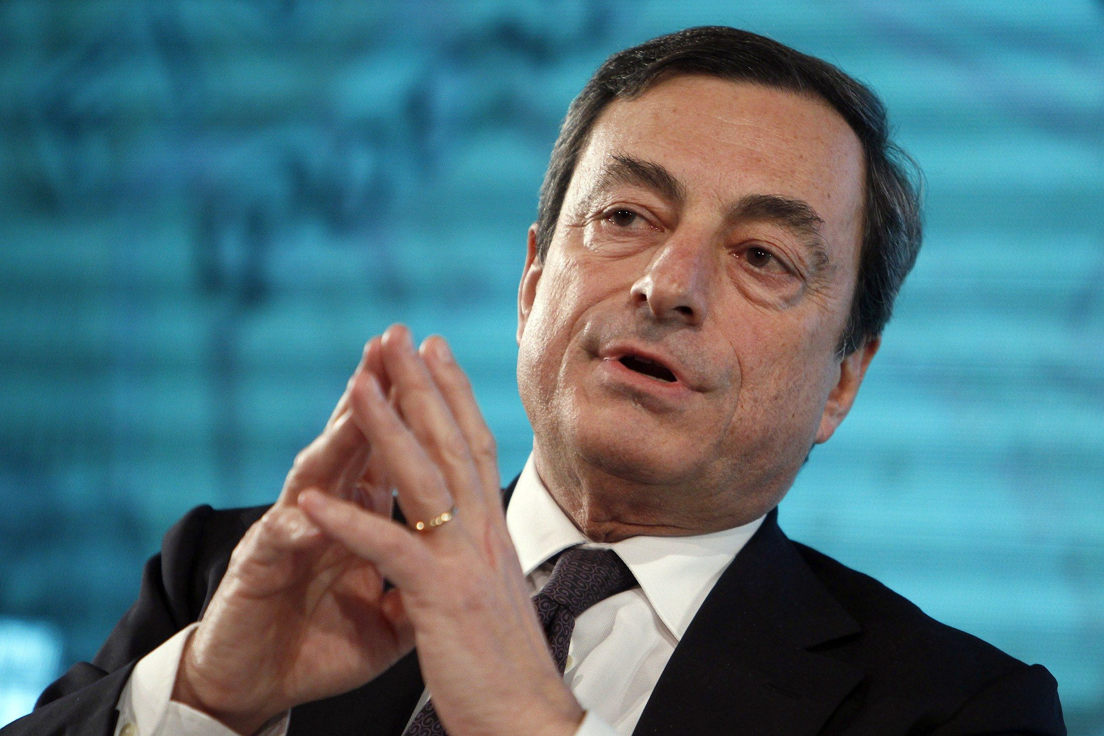 ECB Buys Record Amount of Debt as QE Frontloaded Before Holidays